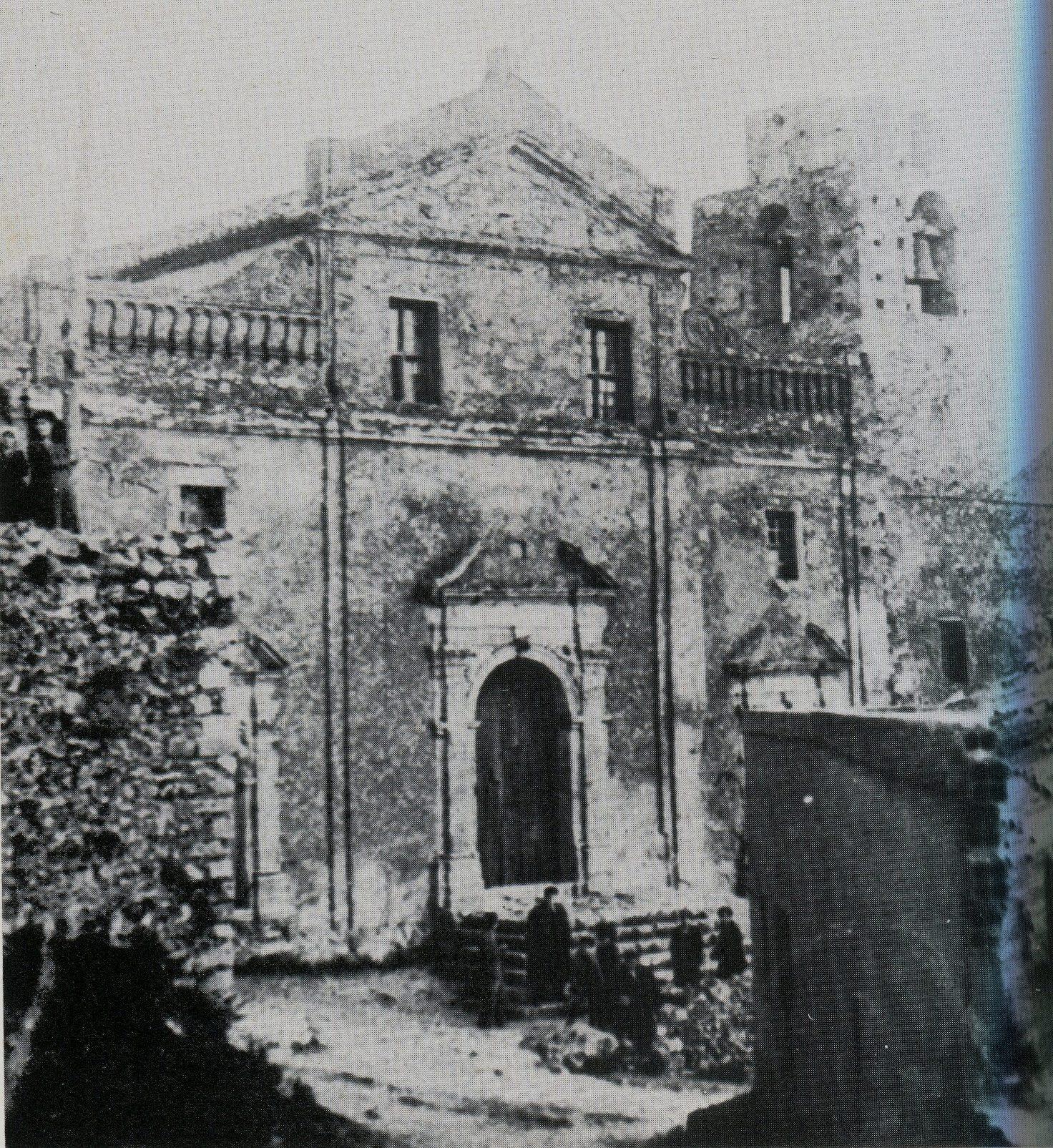 La cattedrale di Belcastro in un vecchia foto