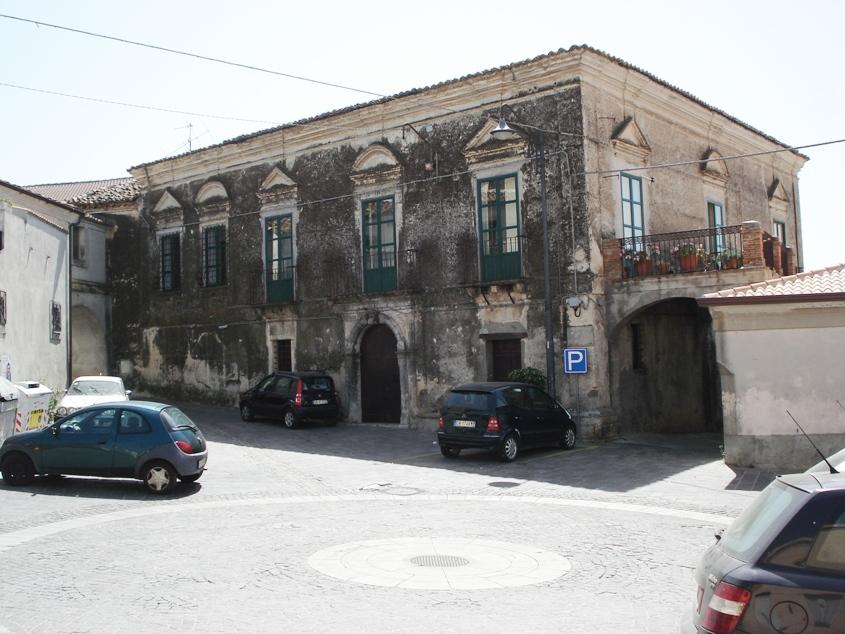 Scandale palazzo Dramis