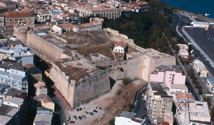 Il castello di crotone for Planimetrie della camera a castello