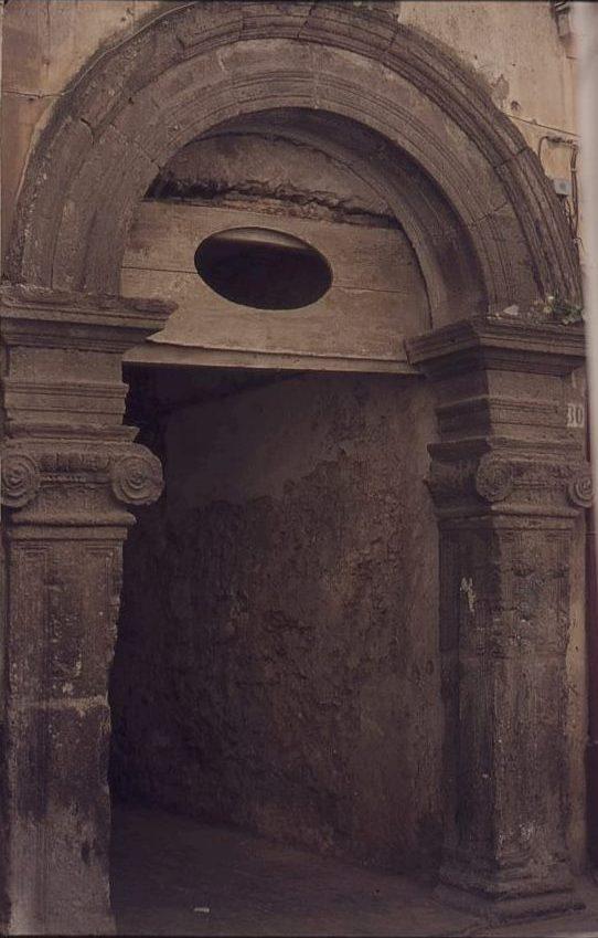 Il portale Castillo a Crotone