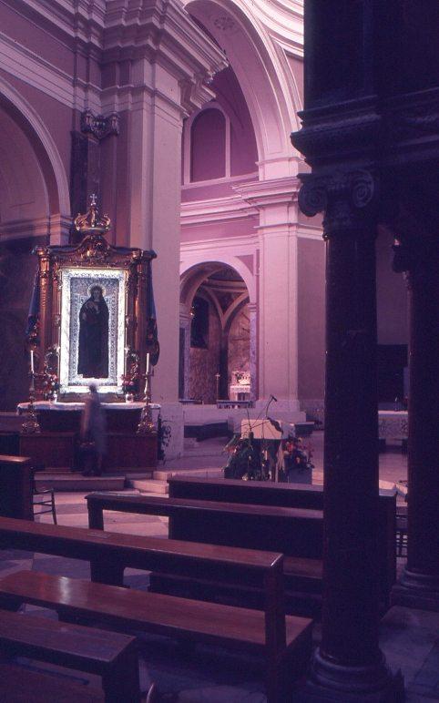 Cattedrale di Crotone interno
