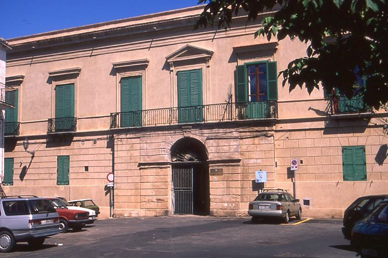La facciata palazzo Barracco Crotone