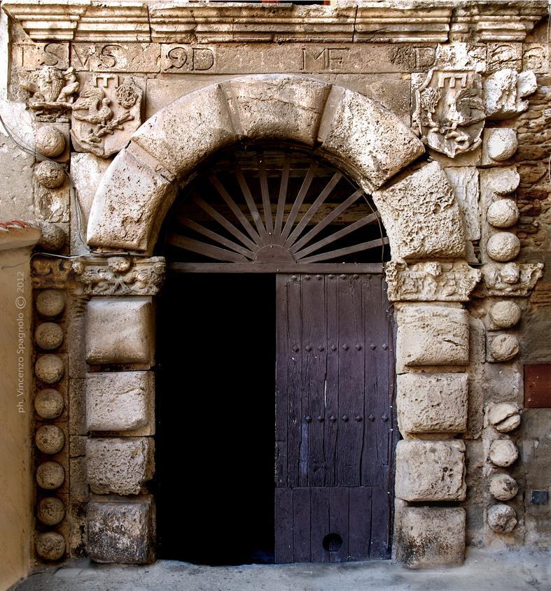 Portale (foto di Vincenzo Spagnolo).