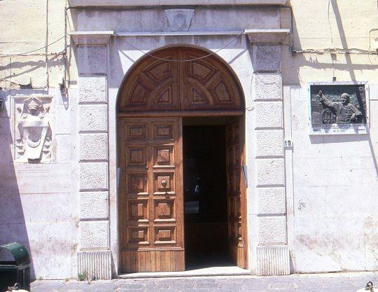 Portale di ingresso palazzo vescovile crotone