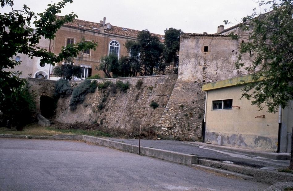 Baluardi mura torri e torrette della citt di crotone for Interno della torretta vittoriana