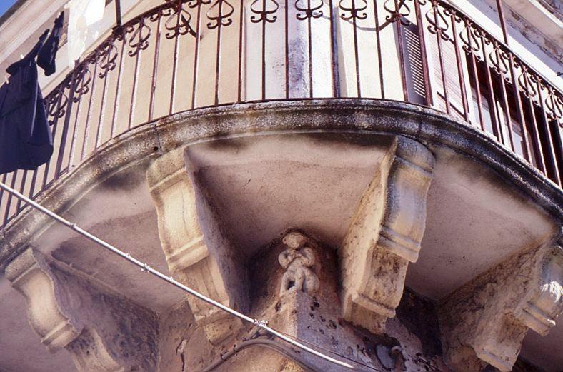 crotone palazzo ayerbis aragona702