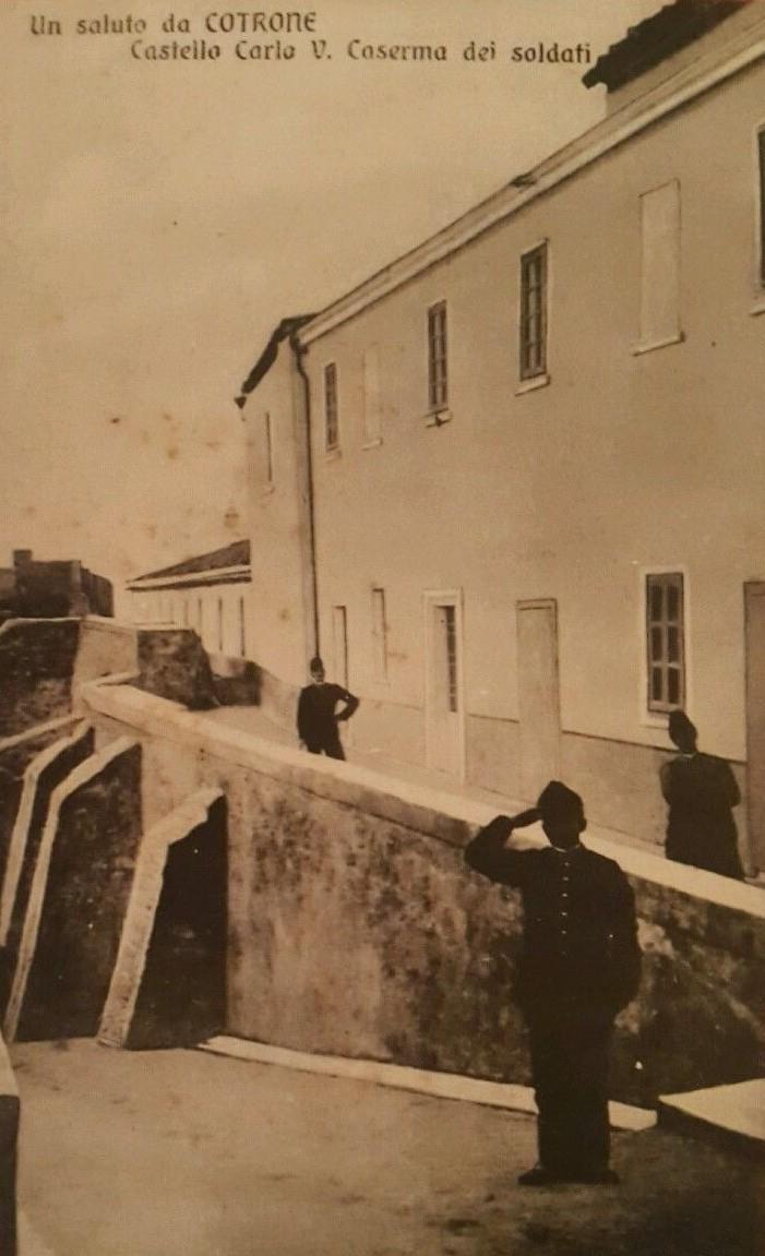 Soldati castello di Crotone