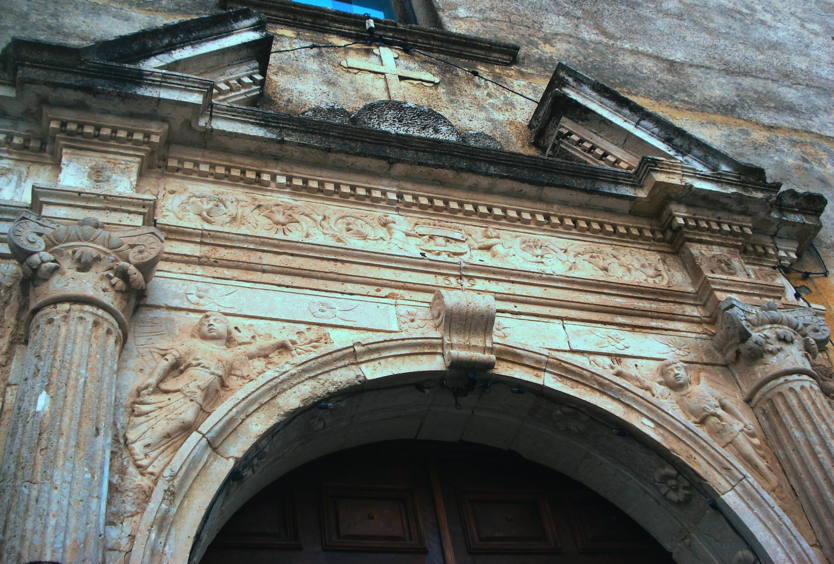 Portale della Santa Spina Policastro (1699)